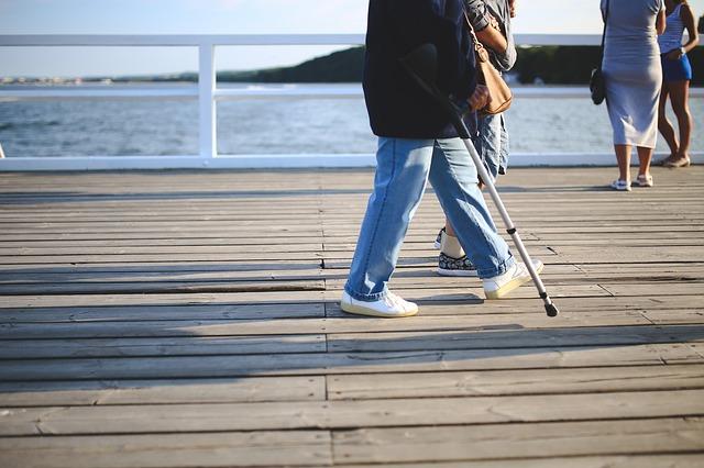 cane woman-791541_640
