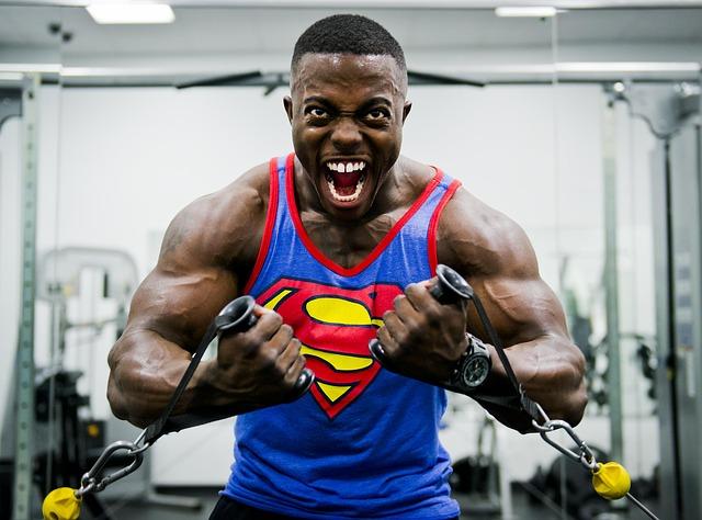 bodybuilder superman shirt -646482_640