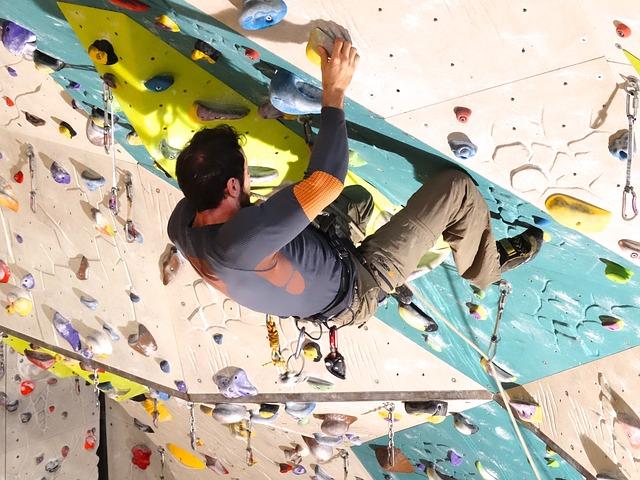 climb-485944_640